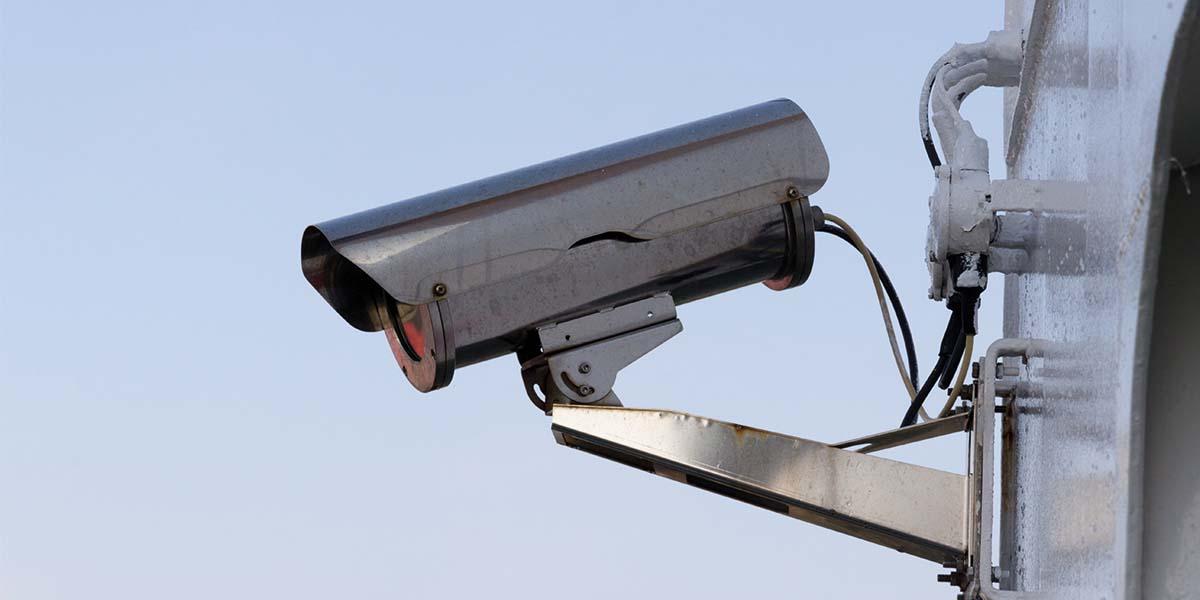 Beveiligingscamera buiten plaatsen